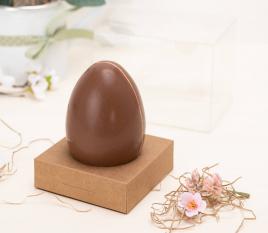 Boîte à œuf de Pâques avec ruban