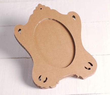 Cadre Oval Carton