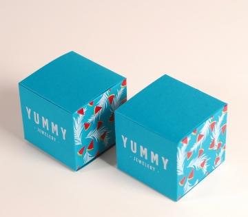 Boîte colorée pour bijoux