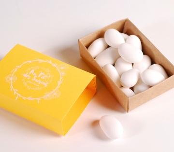 Boîte d'allumettes jaune à offrir