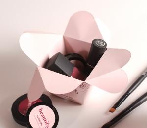 Boîte maquillage fermeture en forme de fleur
