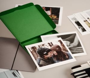 Boîte verte pour Polaroids.
