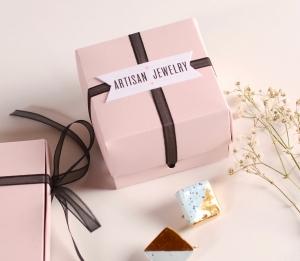 Boîte à bijoux avec nœud