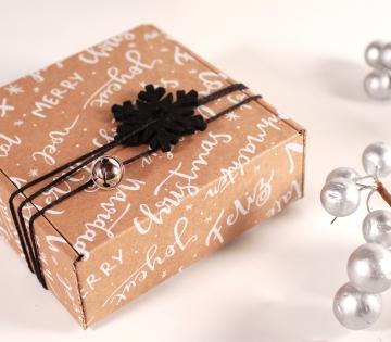 Boîte carrée avec décoration de Noël
