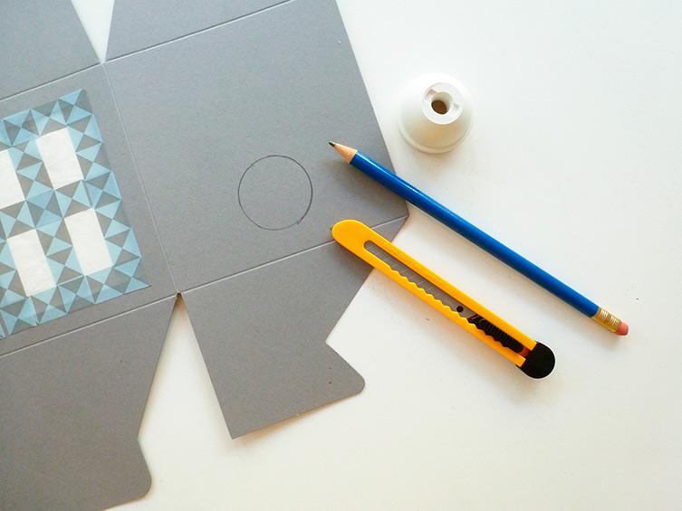 comment faire une lampe partir d une bo te en carton tadammm. Black Bedroom Furniture Sets. Home Design Ideas