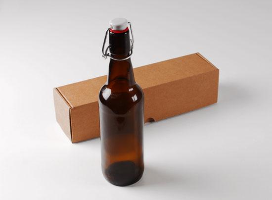 bouteille pour la bi re avec bo te et tiquette. Black Bedroom Furniture Sets. Home Design Ideas